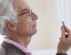 manfaat alat bantu dengar untuk lansia