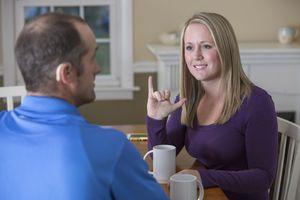 Berkomunikasi Dengan Pengguna Alat Bantu Dengar