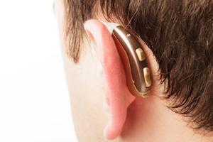 Memilih Jenis Alat Bantu Dengar yang Tepat