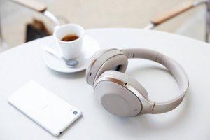 Menggunakan Headphone dan Alat Bantu Dengar Bersamaan