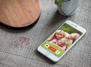 Teknologi Alat Bantu Dengar Terhubung Dengan Internet