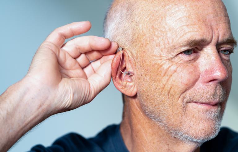 Alat Bantu Dengar Untuk Lansia Dengan Harga Terjangkau