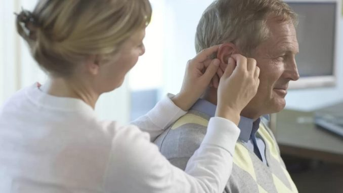 Mengembalikan Pendengaran Dengan Alat Bantu Dengar
